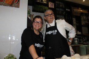 Con Brígida, propietaria de Mocca Café