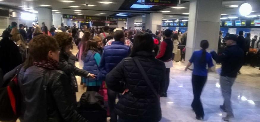 Venezolanos esperan en aeropuerto de Barajas