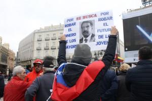 Manifestantes en Sol pidiendo pago de pensiones