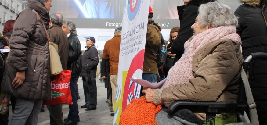 Jubilados venezolanos se manifiestan en Madrid