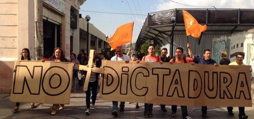 #NoMasDictadura. Foto: Carlos Graffe