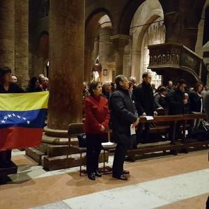 Venezolanos en Italia unidos en oración por los prisioneros políticos en Venezuela