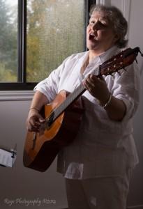 """Soraya Benitez canta """"Aquí y Ahora"""""""