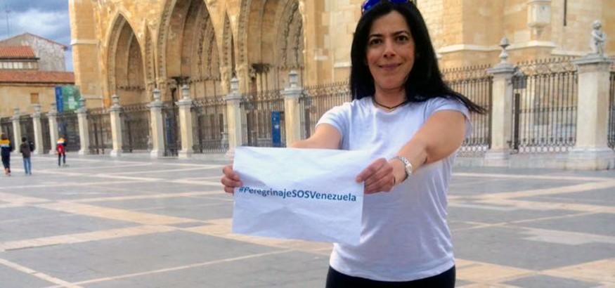 PeregrinajeSOSVenezuela Patricia camina de León a Madrid