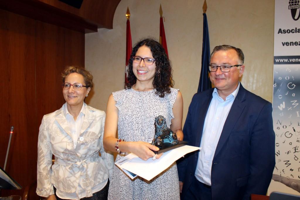 Segundo premio: Andreína Monasterio, entrega Elsa González y John Müller