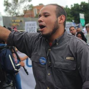 Periodista venezolano Carlos Julio Rojas es torturado en una prisión militar