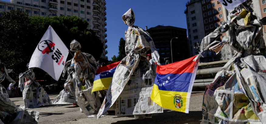Paperformances en Plaza España. Foto: Jorge Espinoza
