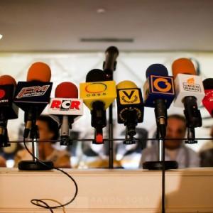 A los periodistas venezolanos en su día