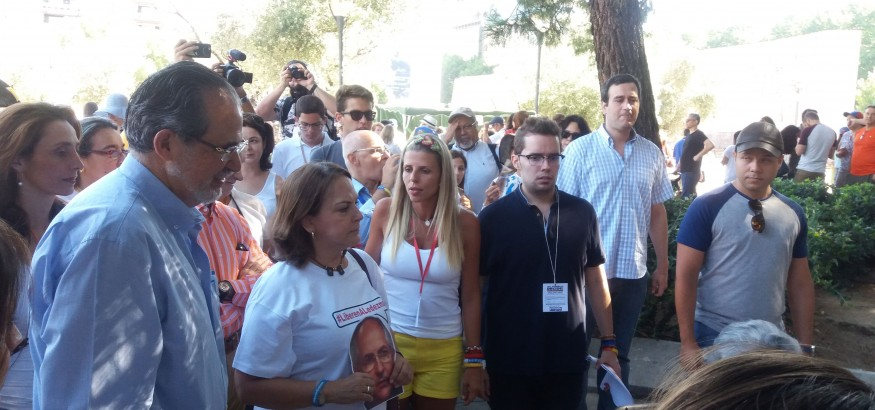 Mitzy Capriles vota en Madrid