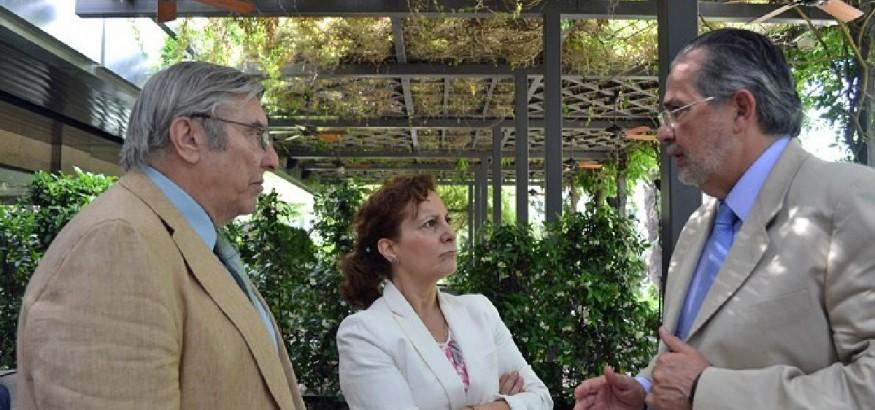 Desde la izqda, Jesús Picatoste, Elsa González y Miguel Henrique Otero. Foto: FAPE / Asociación de la prensa de Almería