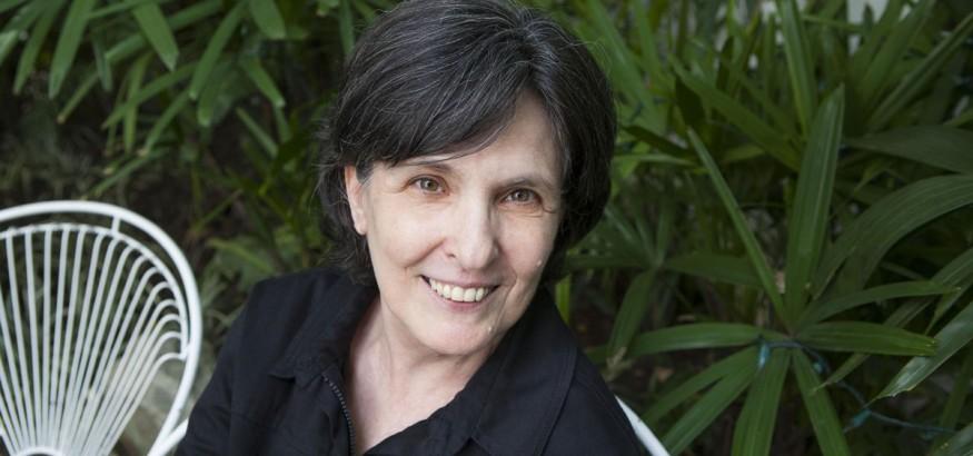 Yolanda Patin gana premio de poesía americana