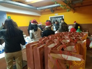Familias venezolans reciben ayudas