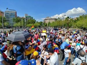 Venezolanos marchan en Barcelona el 20 de mayo