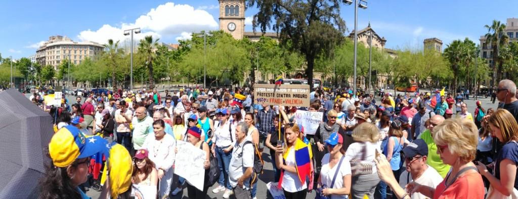 Venezolanos marchan en Barcelona el 20 de mayo1
