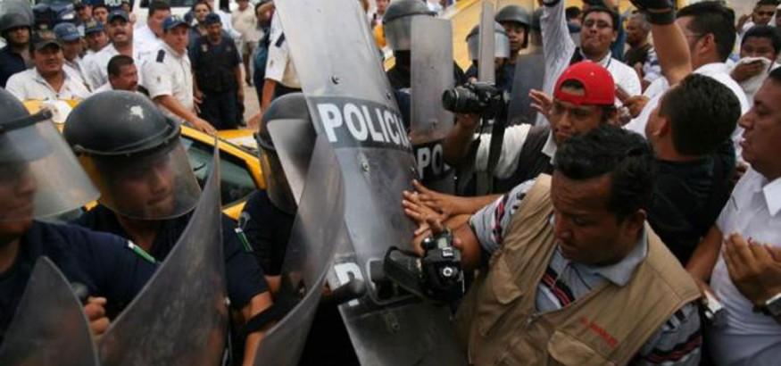 Periodistas agredidos en el Parlamento en Venezuela. Foto: El venezolano news