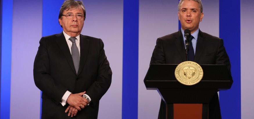 El presidente de Colombia Iván Duque en compañía de su Canciller Carlos Holmes Trujillo