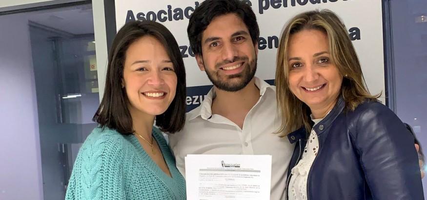 venezuelan-press-firma-convenio con IE Venezuela Club