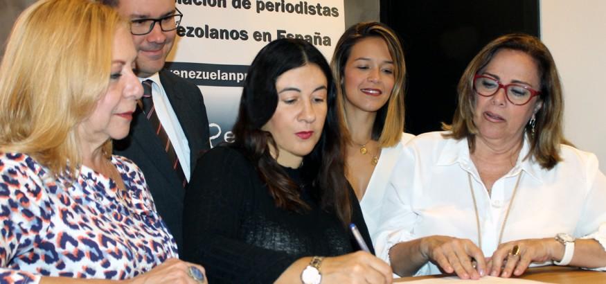 Venezuelan-Press-y-Transparencia Venezuela firman convenio