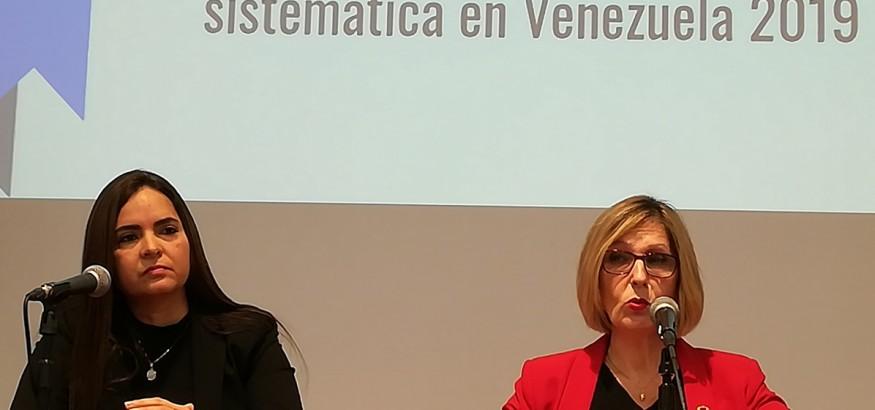La directora del Instituto Casla, Tamara Suju acompañada de Beatriz Becerra, ex vicepresidente de la Sub Comisión de DDHH del Parlamento Europeo