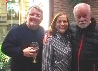 Ignacio Izcaray, con la productora artística Zuly Perdomo y el bajista Salvador Soteldo.