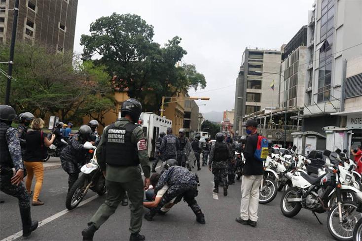 En Caracas, los jubilados y pensionados fueron reprimidos por la GN y la PNB.