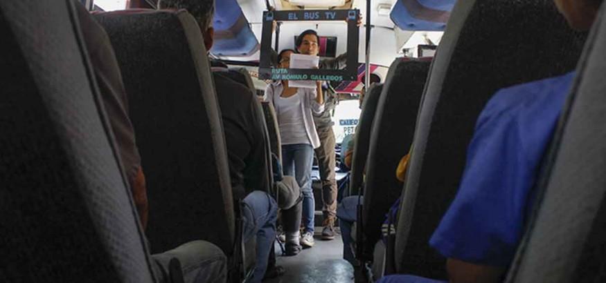 Emisiones en buses. Foto: Carlos Bello