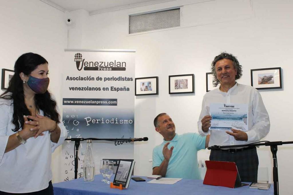 Reconocimiento-a-Santana-Art Gallery